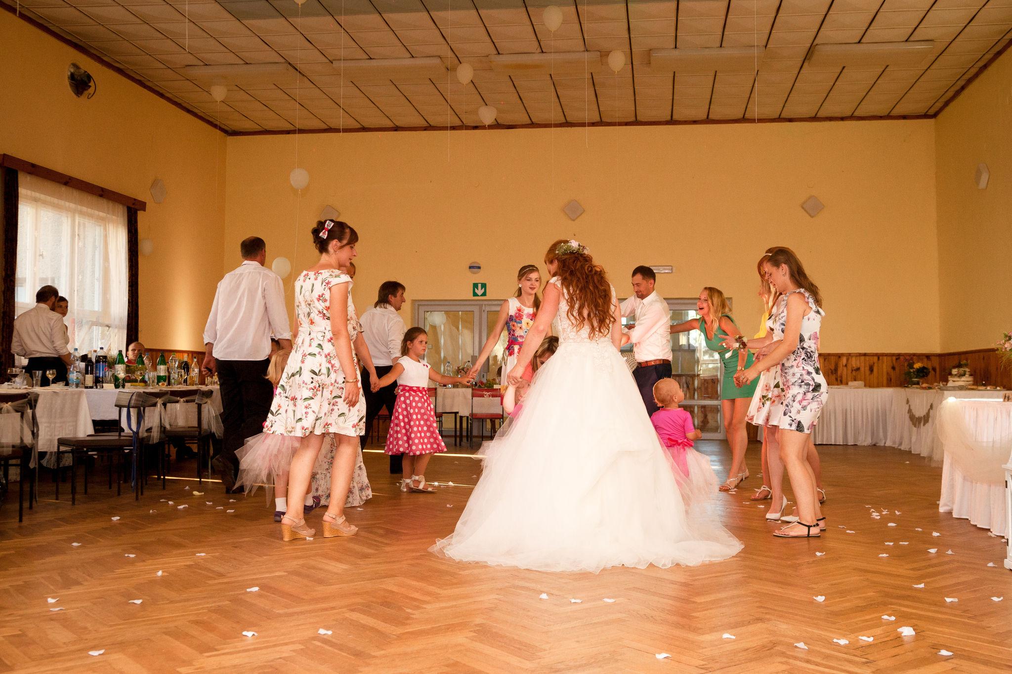 Tancování na svatbě, fotograf Břetislav Válek