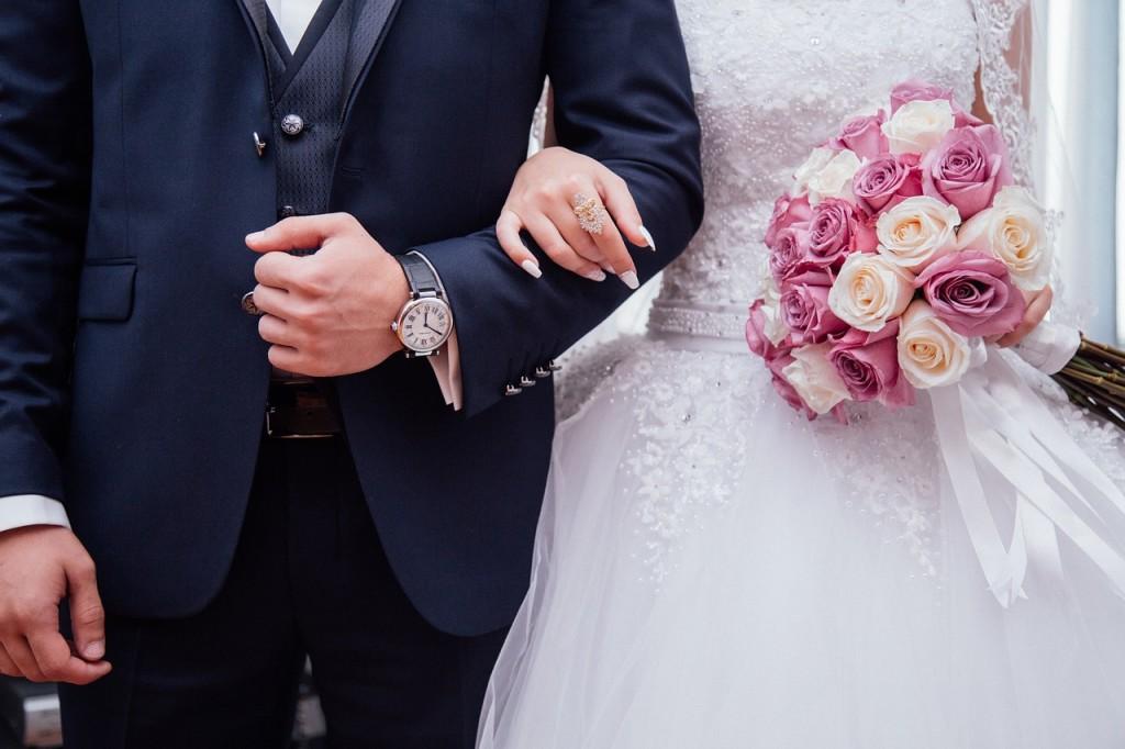 Nevěsta, ženich, rámě