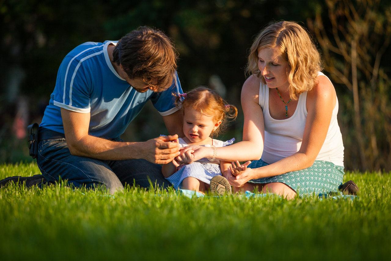 Rodinka na dece v parku