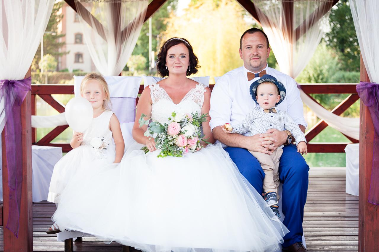 Svatební fotografie, portrét, rodina, děti, kytice