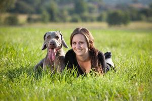 Andrea a její pes Aron