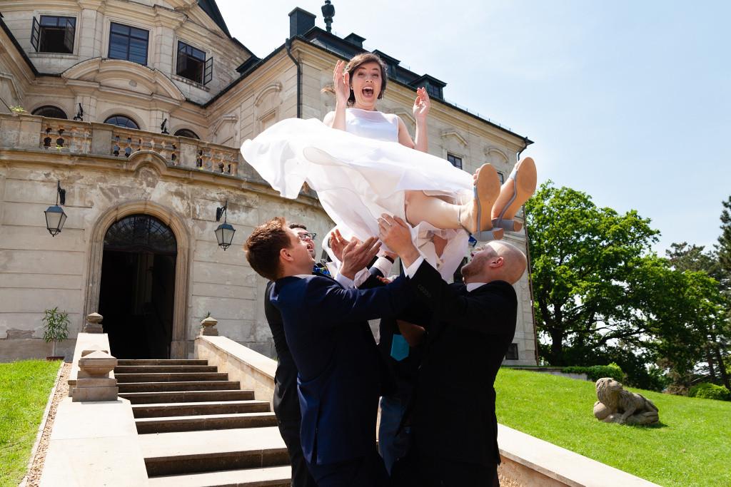 Vyhození nevěsty do vzduchu, Karlova Koruna