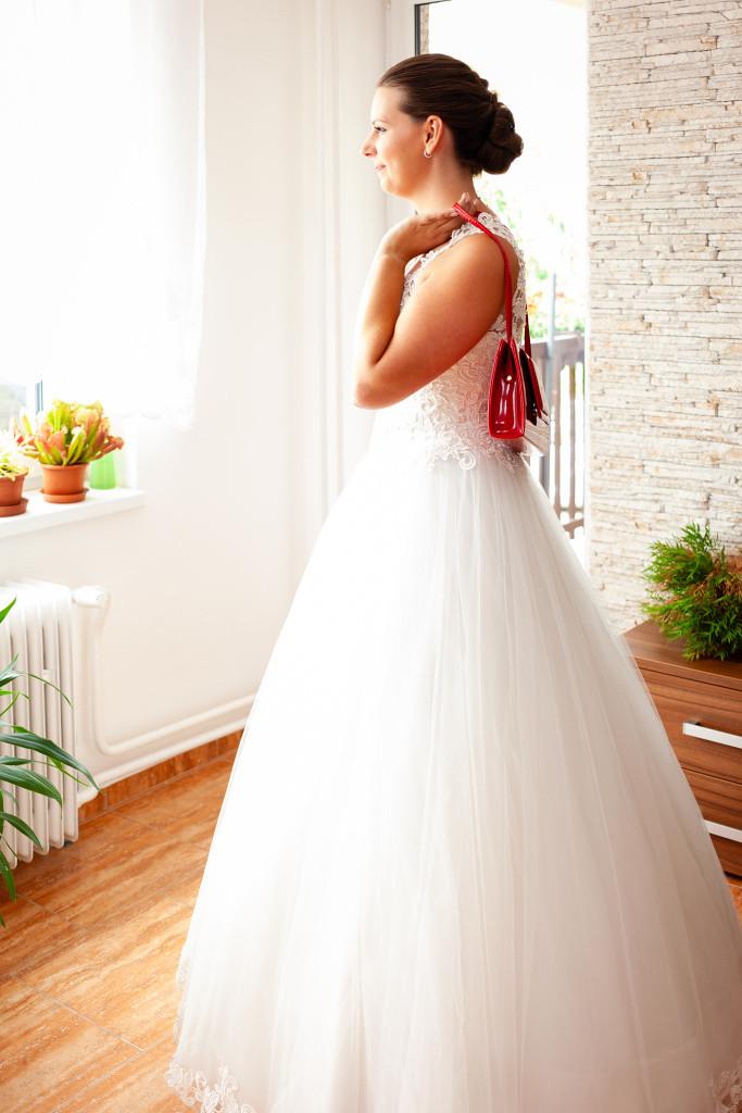 Nevěsta s kabelkou