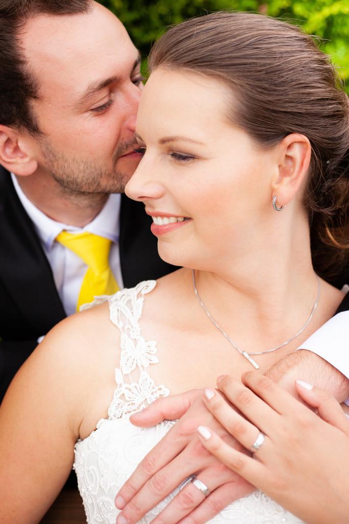 Nevěsta a ženich detail, svatební foto