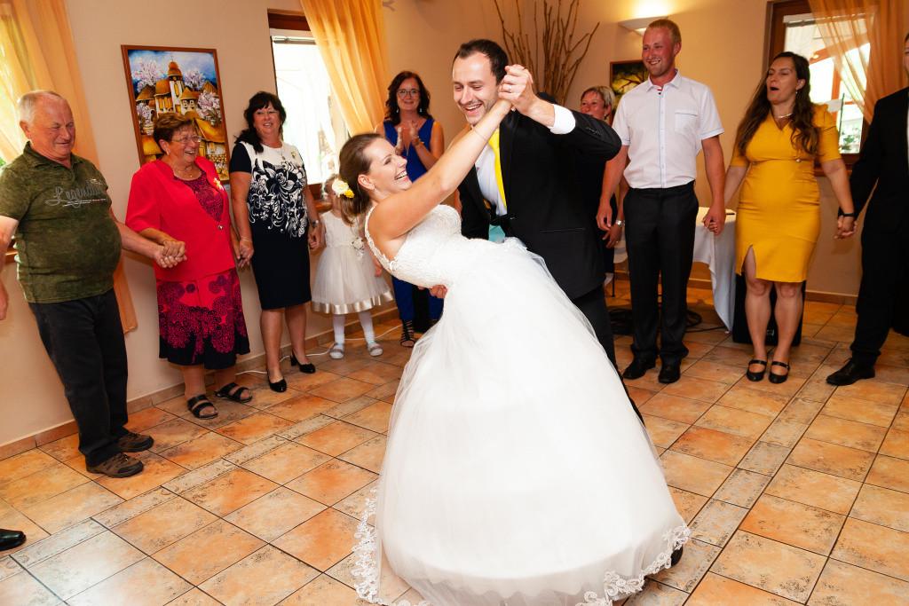 První tanec, nevěsta a ženich