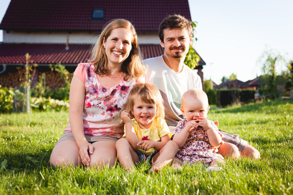 Rodinné focení: Klára, Jirka a jejich dvě malé holčičky