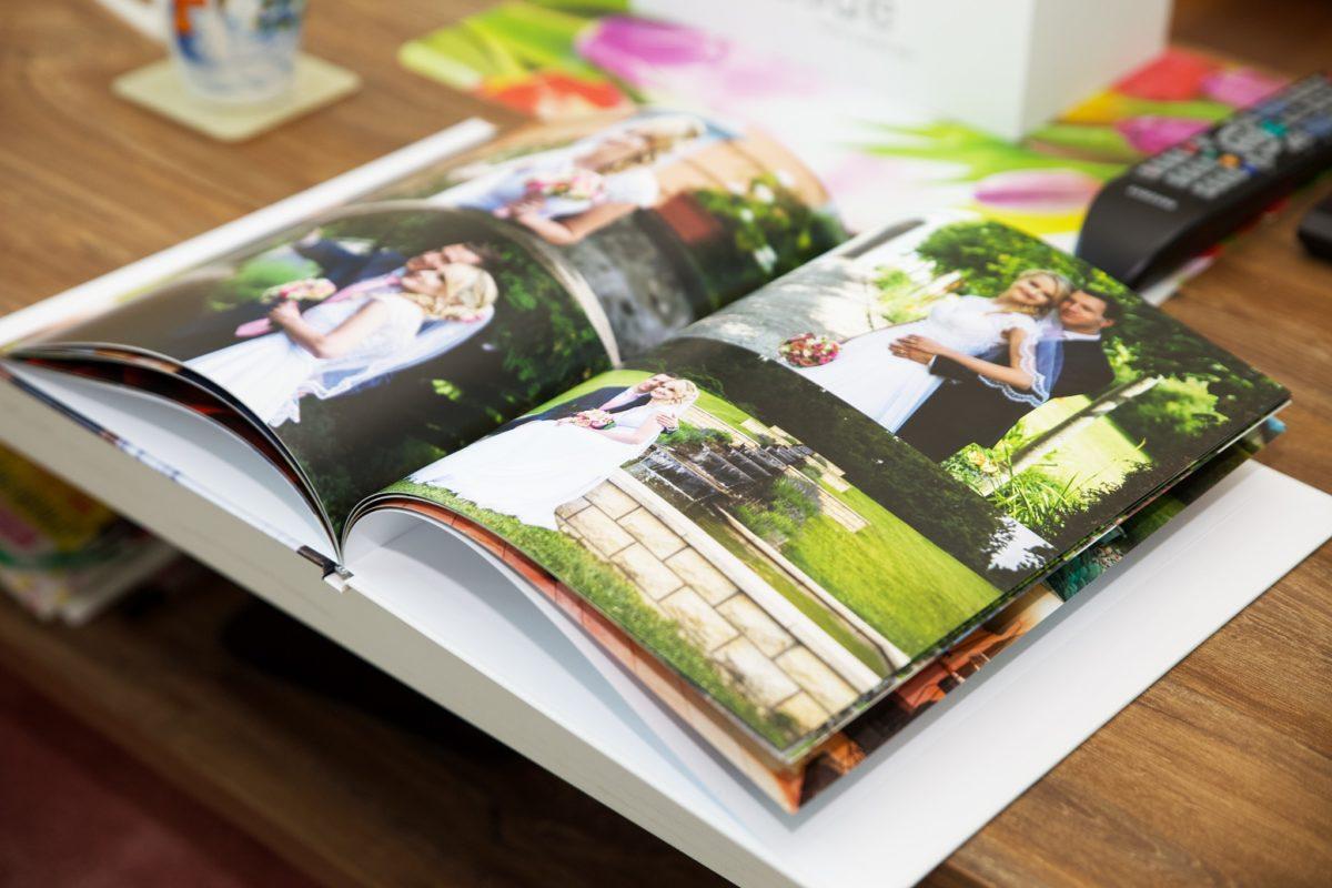 Jak nejlépe uchovat a sdílet svatební fotky, které jste právě dostali od fotografa