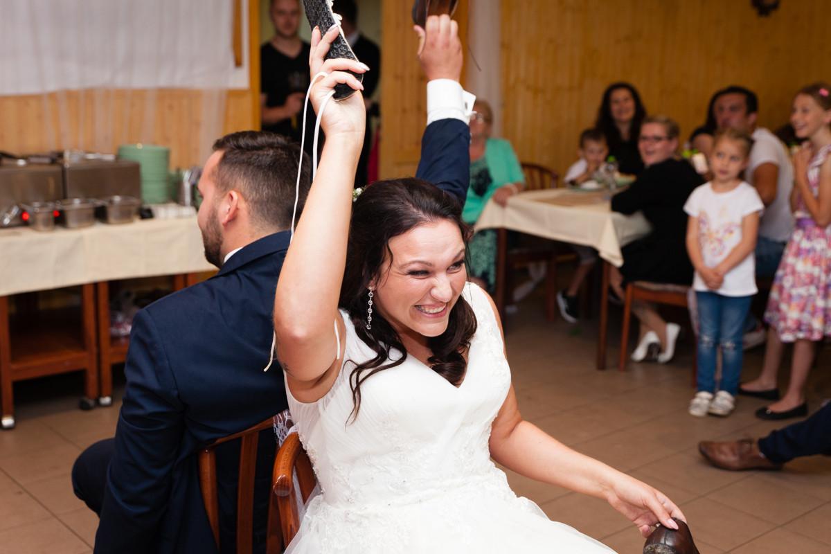 Svatební hra, nevěsta se směje