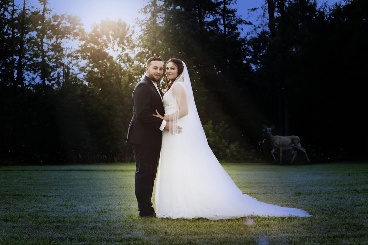 Portrét nevěsty a ženicha v noci