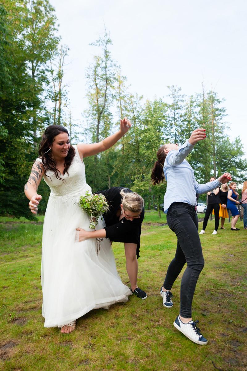 Házení kytice, svatba