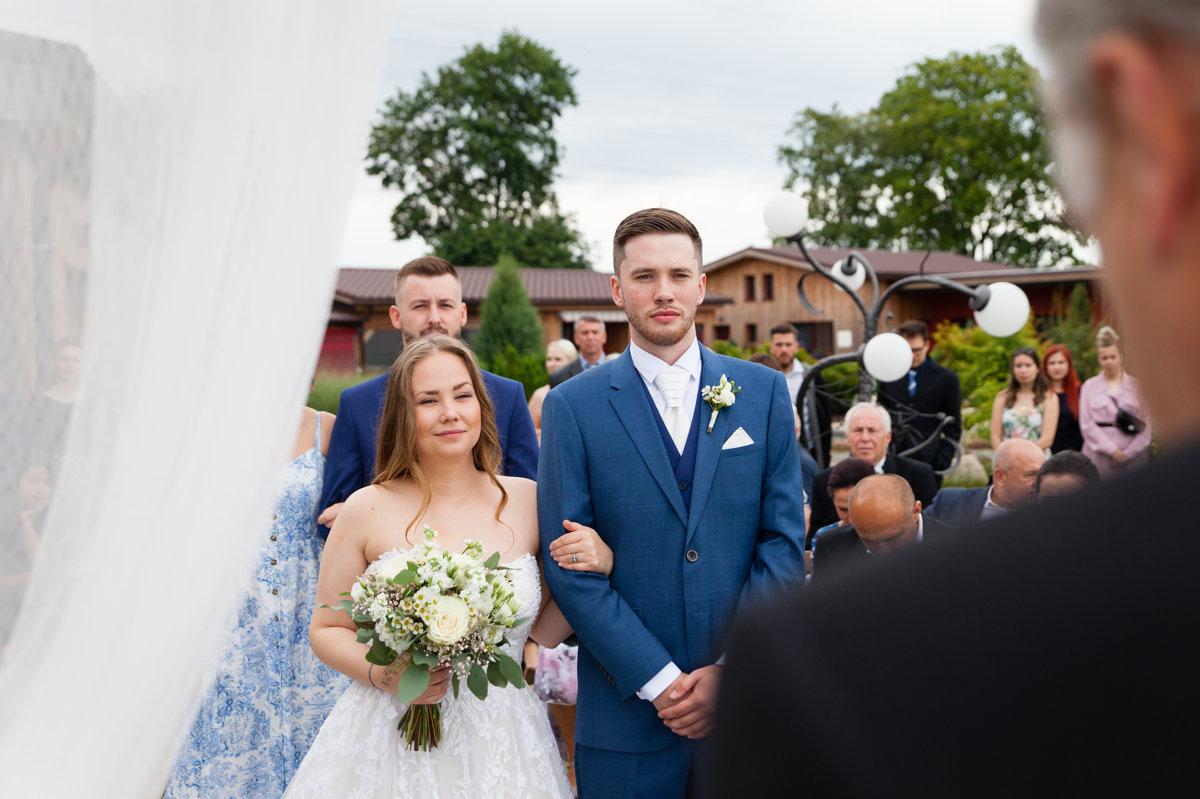 Svatební obřad, detail na nevěstu a ženicha, Ranč Orlice