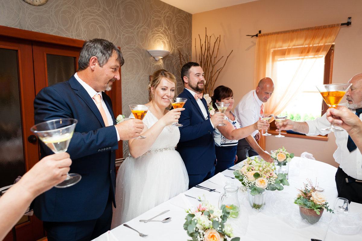 Svatební přípitek, restaurace Na Výsluní, Srch