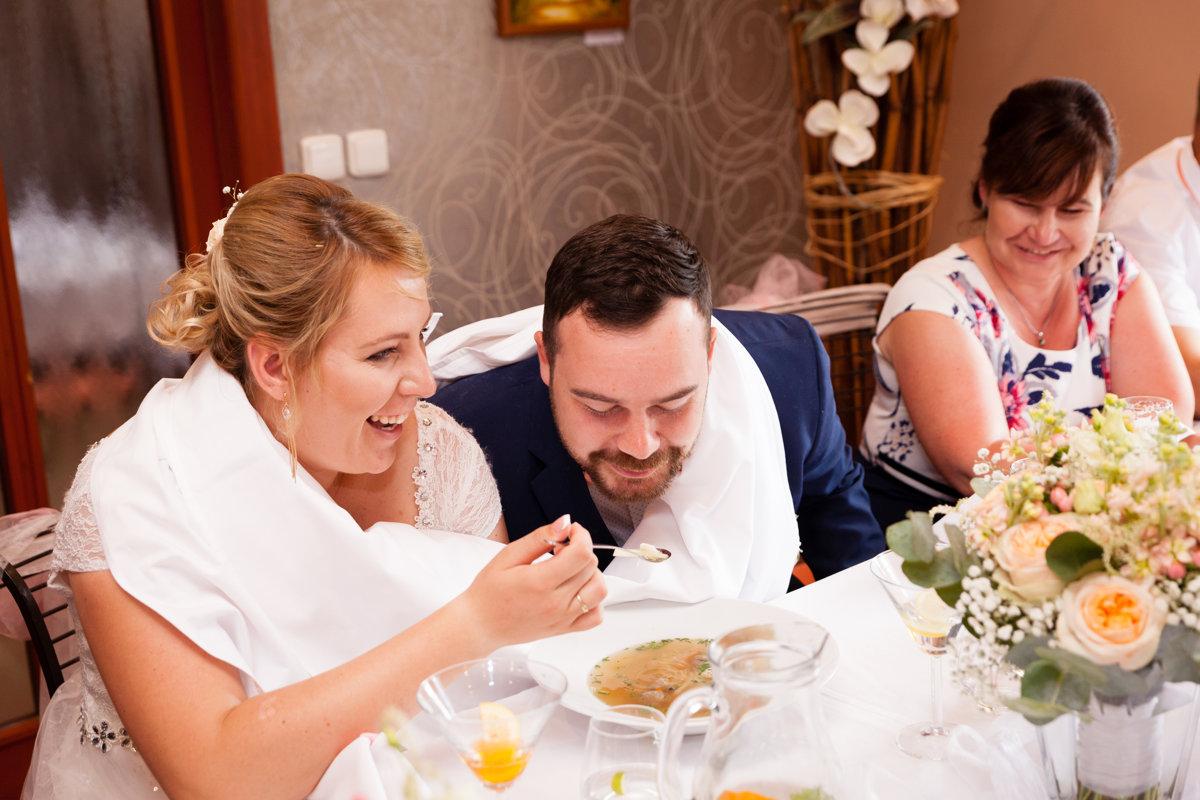 Nevěsta a ženich, svatební polévka