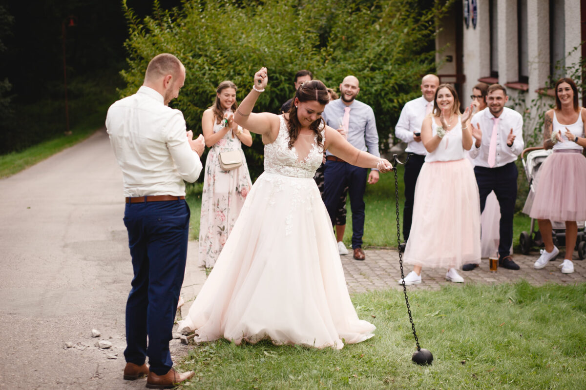 Nevěsta se raduje, svatební hra