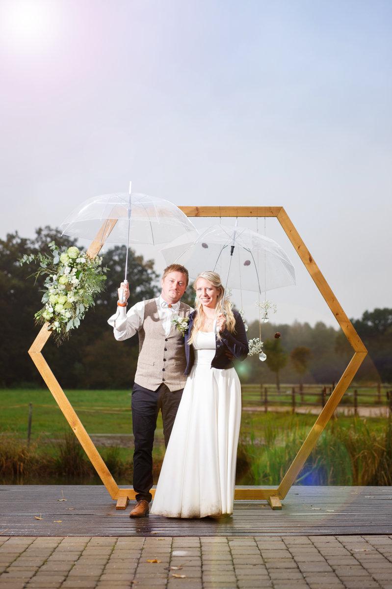 Svatební portrét s deštníky, svatba, Ranč Orlice