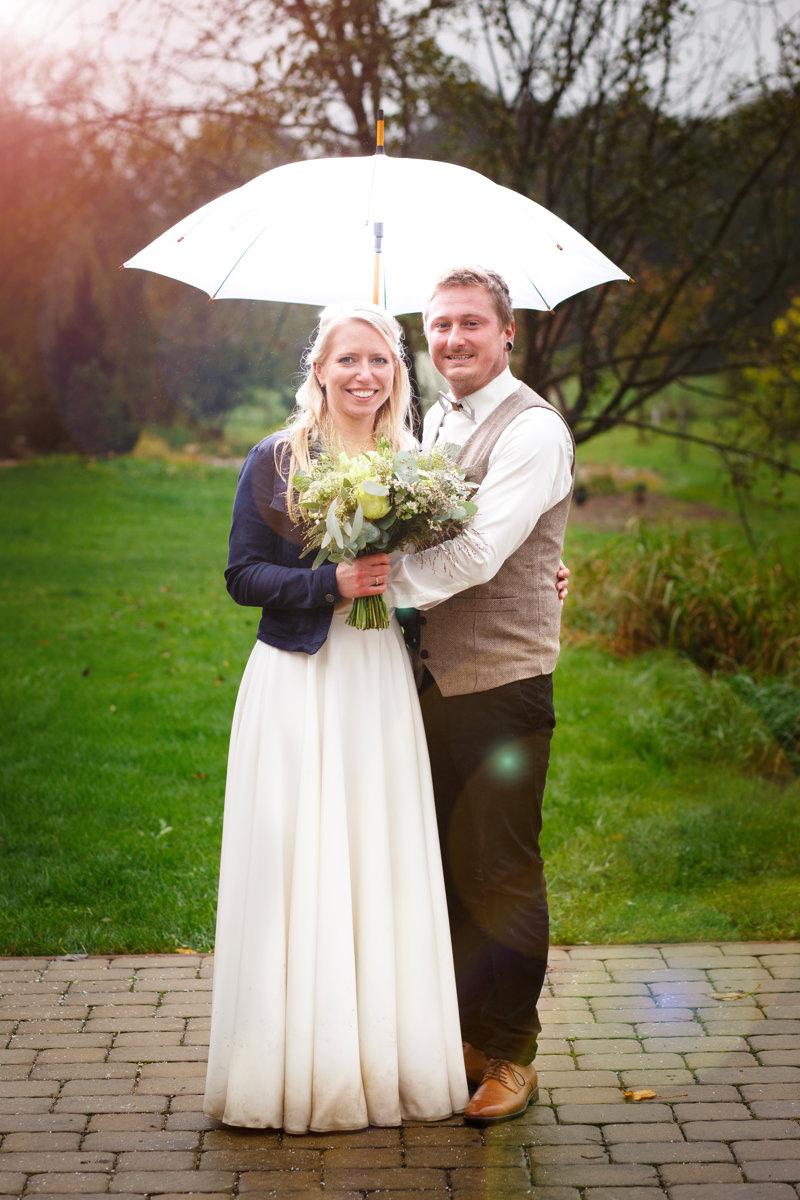 Svatební portrét s rozsvíceným deštníkem, svatba, Ranč Orlice