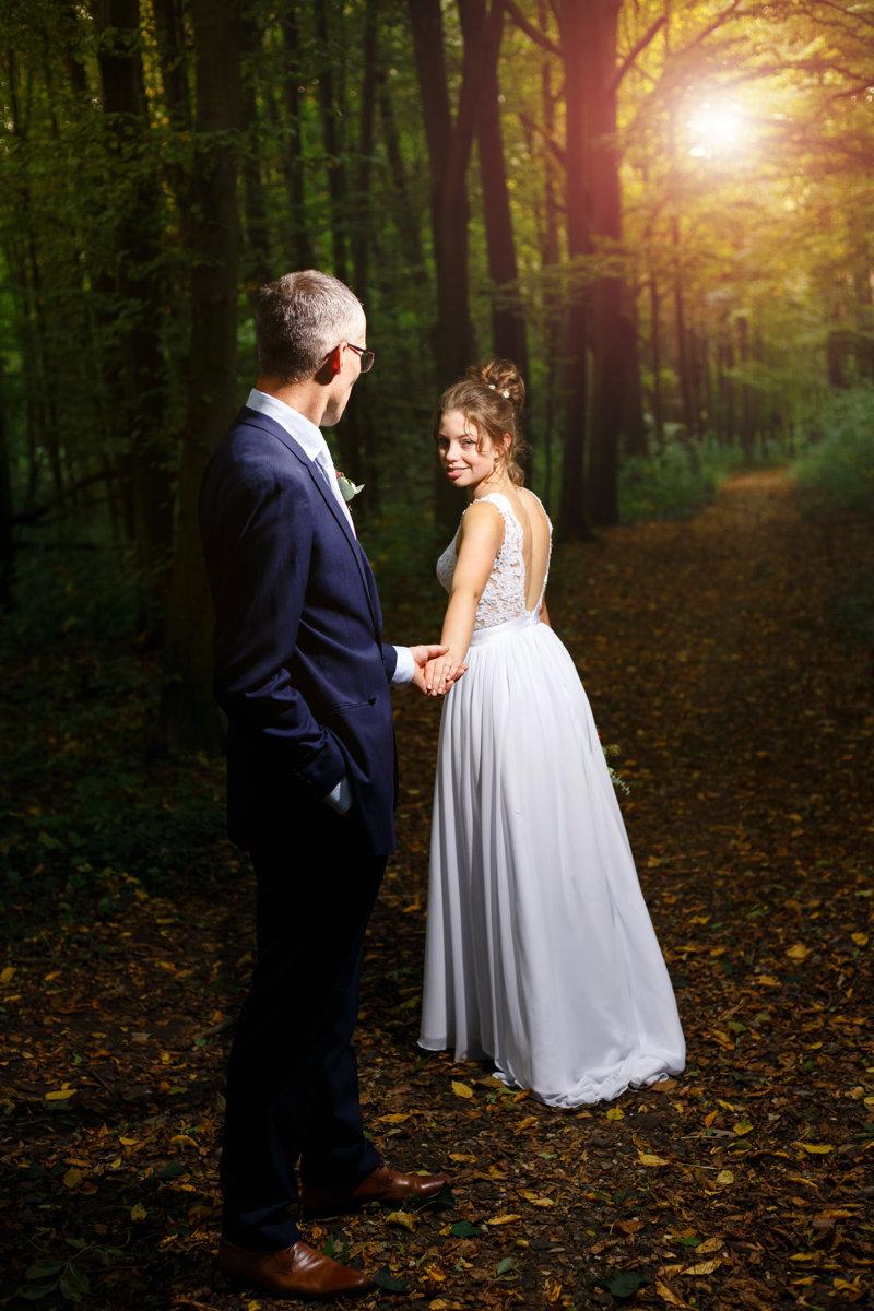 Svatební portrét, západ slunce, park Choltice