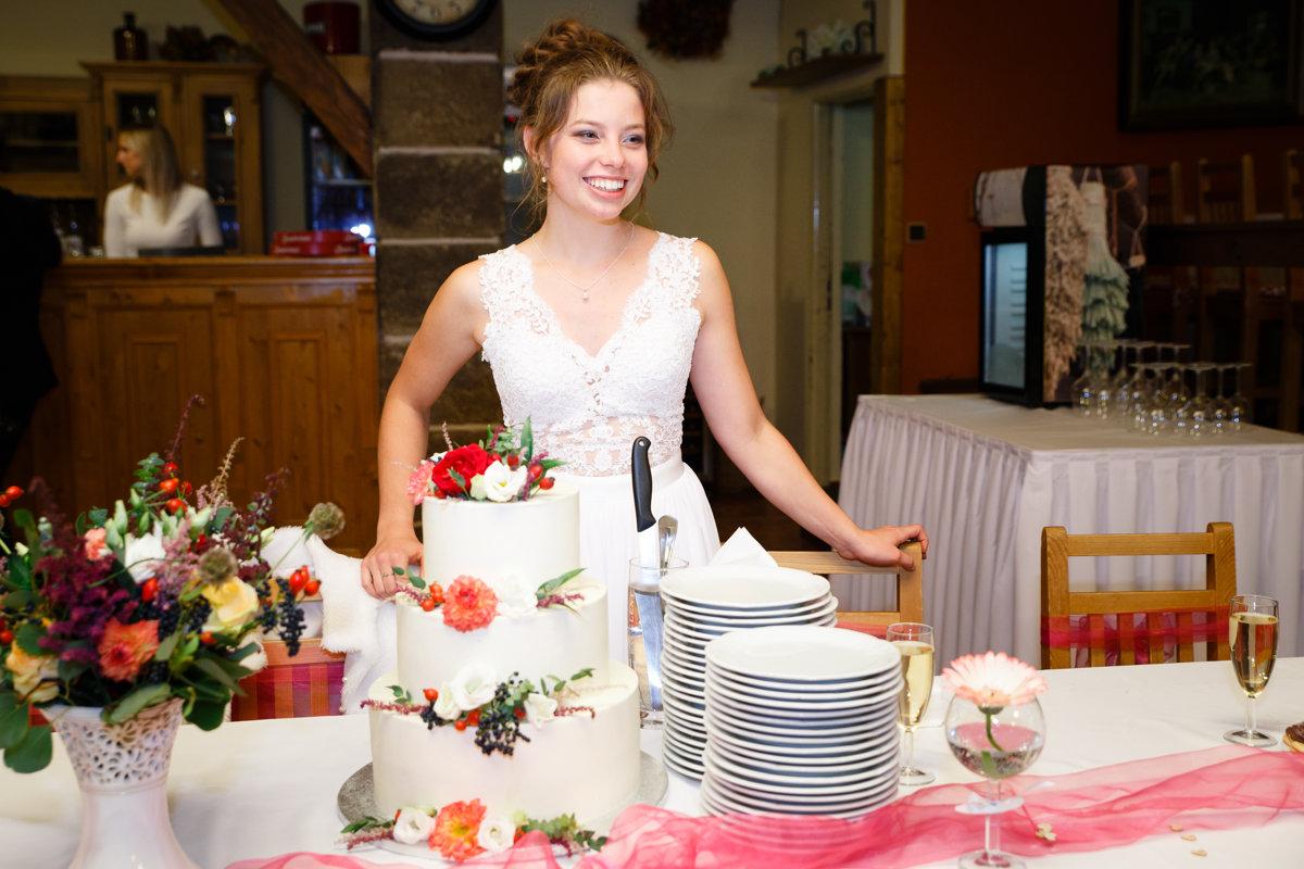 Nevěsta stojí u dortu, Obora Trpišov