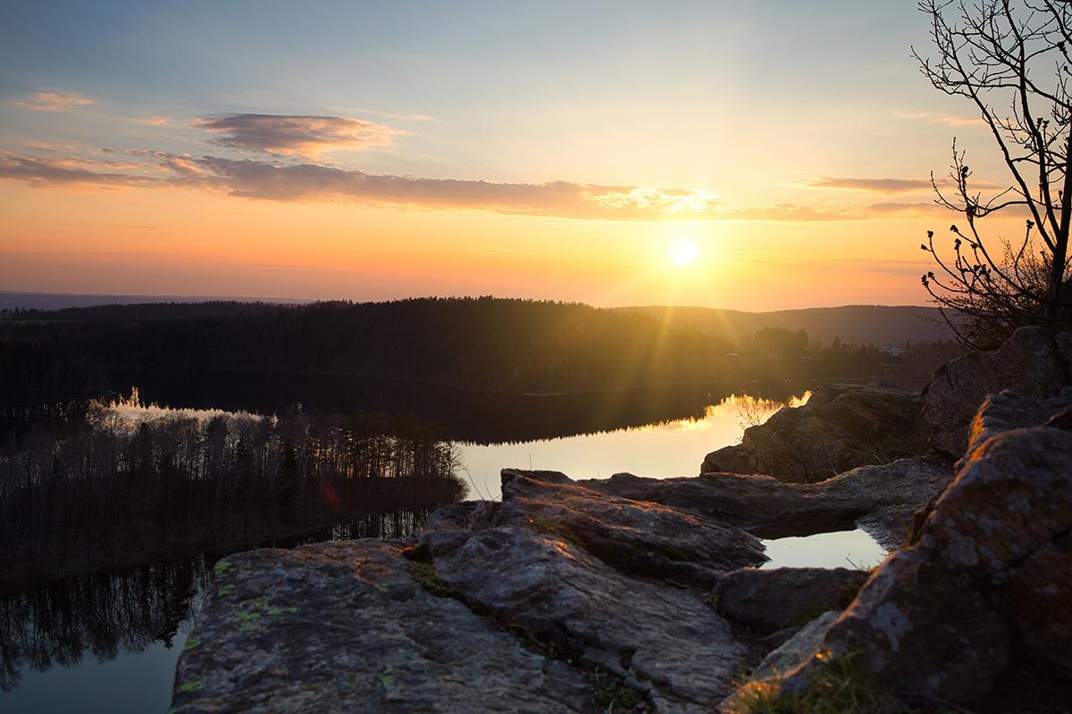 Nádherný západ slunce nad přehradou Seč
