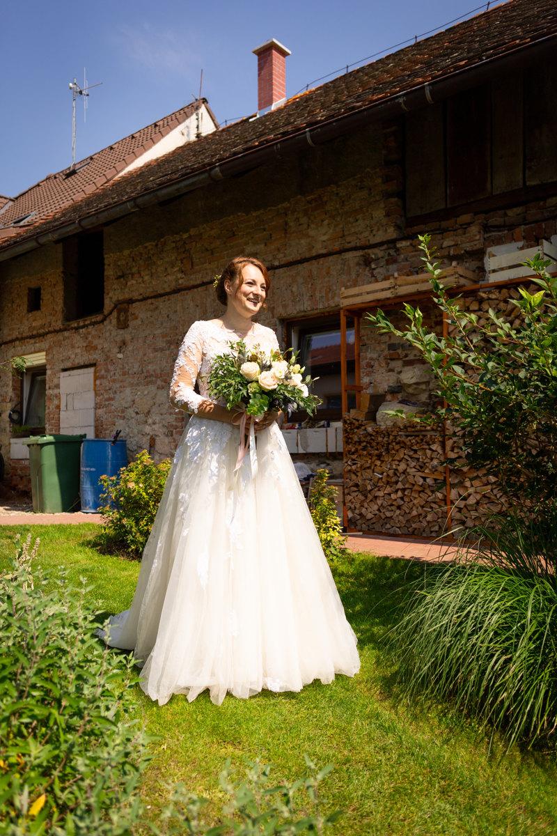 Nevěsta s kyticí, přípravy, svatba